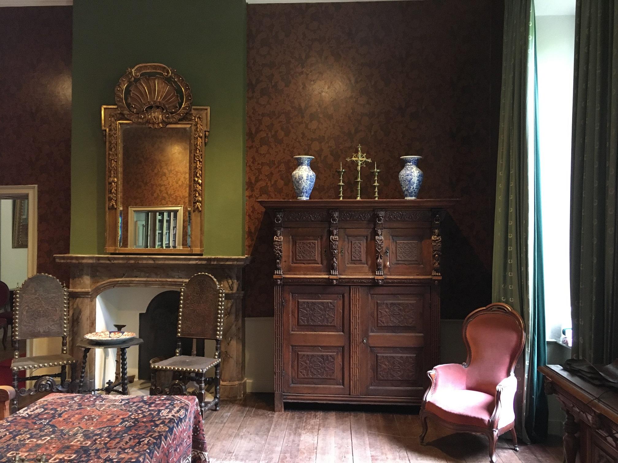 Extra kamer Kasteel Arcen gerestaureerd – Salon krijgt antiek behang